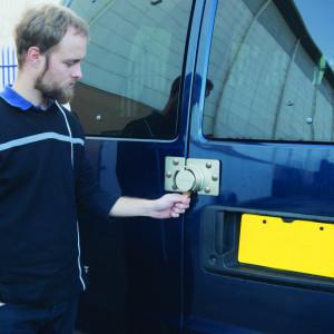 Incuietoare antifurt din otel cromat cu cheie Silverline Heavy Duty Van Lock & Hasp