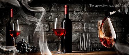 Tablou modular, Sticla de vin cu pahare pe un fundal negru