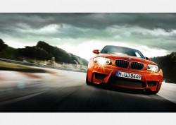 Fototapet, O mașină portocalie