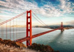 Fototapet, Un pod roșu și cerul senin