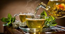 Poster, Ceainicul cu o ceașcă de ceai pe masă