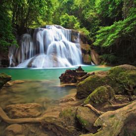 Fototapet, Stânci pe fundalul unei cascade