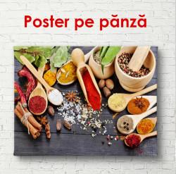 Poster, Condimente luminoase pe o masă cu linguri de lemn