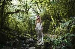 Fototapete, Fata în pădurea verde