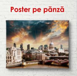 Poster, Orașul frumos și cerul înnorat