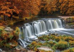 Fototapet, O cascadă minunată într-o pădure