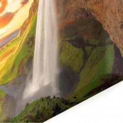 Multicanvas, Cascada pe fundalul apusului.