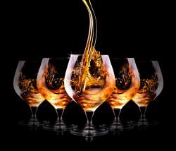 Poster, Băutură puternică în pahare