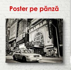 Poster, Mașină alb-negru într-un oraș