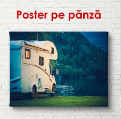 Poster, Mașina lângă un lac forestier