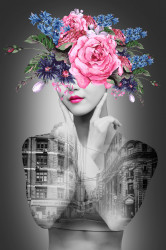 Poster, Portret de femeie frumoasă pe fundalul clădirii