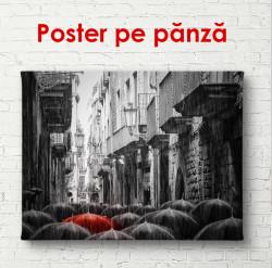Poster, Umbrela roșie într-un oraș alb-negru