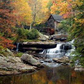 Fototapet, O cascadă în pădure toamna