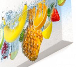 Tablou modular, Fructe în apă pe un fundal alb