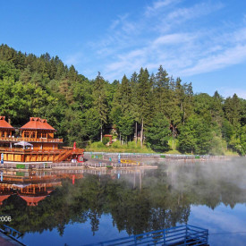 Fototapete, Peisaj frumos lângă lac.