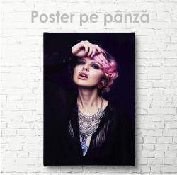 Poster, Fata cu piersing