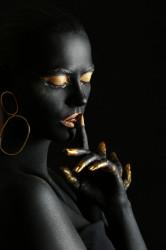 Poster, Fată neagră cu machiaj auriu