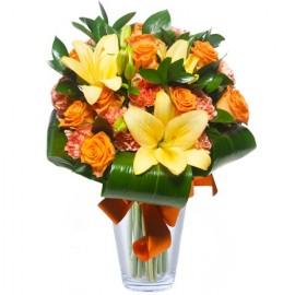 Poze Adoratie si Decoratie: crini si trandafiri portocalii