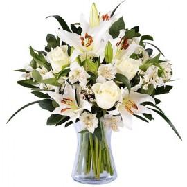 Poze Dragoste Inocenta: crini si trandafiri albi