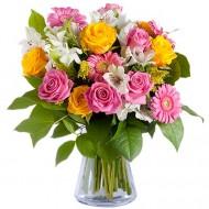 Frumusete Naturala: trandafiri roz si galbeni