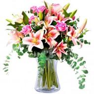 Fericire proaspata: trandafiri si crini