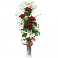 Admiratie Personificata: trandafiri rosii si crini albi