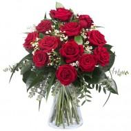 Dragoste infloritoare: 11 trandafiri rosii
