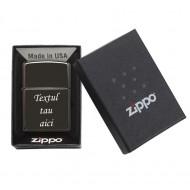 Bricheta ZIPPO neagra gravata personalizata cu textul tau
