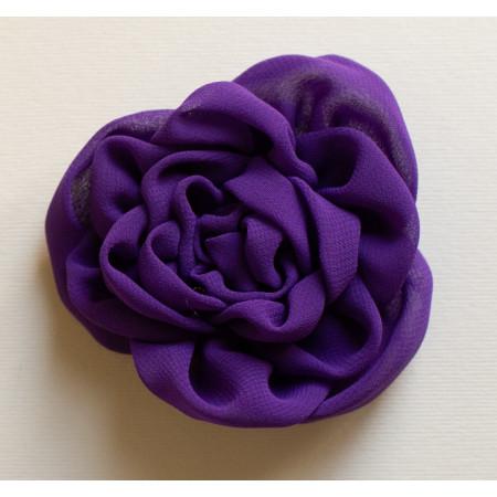 Floare broșă voal mov, diametrul de 8 cm.