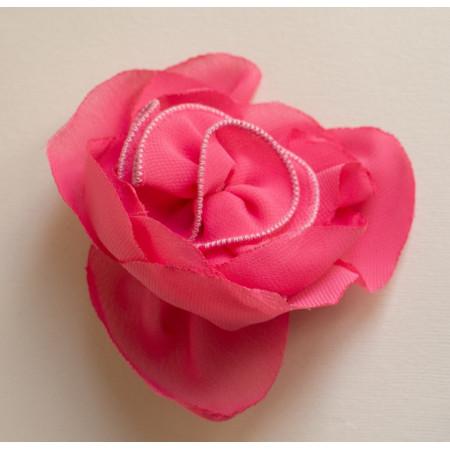 Floare broșă voal jeorjet ciclam, diametrul de 8 cm.