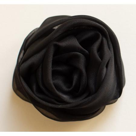 Floare broșă din voal negru, diametrul de 7 cm.