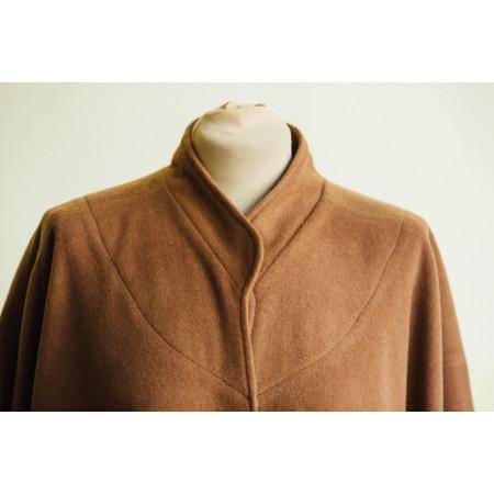 Poncho / pelerină stofă maron roșcat.