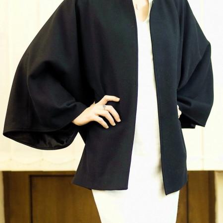 Jacheta stofa neagra, fara guler si mansete, captusita cu satin din viscoza