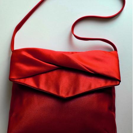 Poșetă tafta roșie.