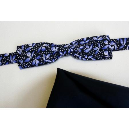 Papion albastru imprimat cu flori mici, lățime 3,5 cm, batistă bleu-marin uni.