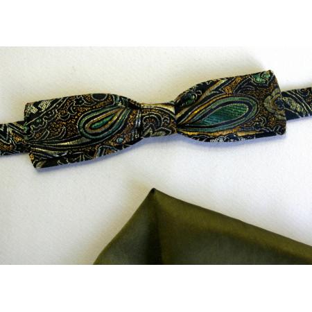 Papion brocart verde imprimat, lățime 3,5 cm, batistă uni verde sau kaki.