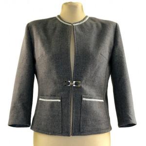 Jachetă stofă gri deschis.