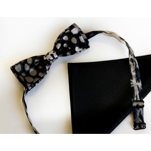 Papion combinație mătase naturală neagră cu mătase gri închis imprimată, lățime 4 cm, batistă mătase naturală neagră uni.