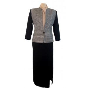 Jachetă carouri cu fustă lungă.