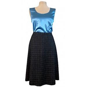 Top mătase albastră cu fustă stofă.
