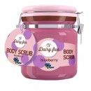 Scrub de corp Delia Cosmetics Dairy Fun cu afine