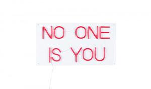 Decoratiune luminoasa rosie din PVC LED Non Social Bold Monkey