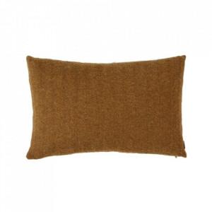 Perna decorativa dreptunghiulara maro caramel din fibre acrilice 40x60 cm Kata Oyoy