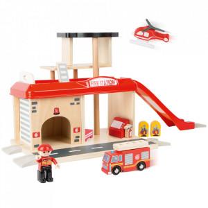 Set de joaca 15 piese din MDF si plastic Fire Station Small Foot