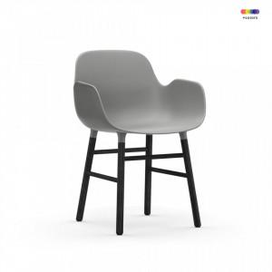 Scaun lounge gri/negru din polipropilena si lemn Form Normann Copenhagen