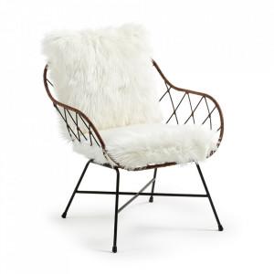 Scaun lounge maro/alb din otel si ratan Claren Kave Home