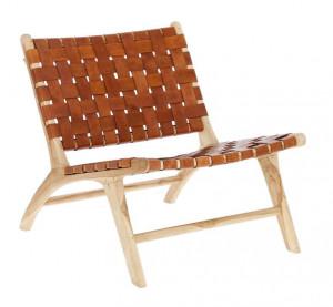 Scaun lounge maro din lemn de tec si piele Calixta Kave Home