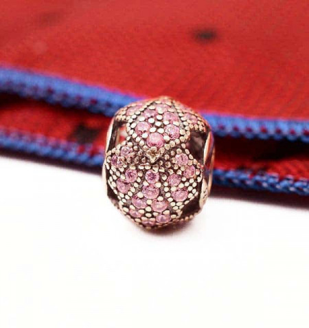 Talisman din argint cu pietricele roz