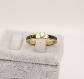 Inel inox auriu de logodna cu ---Zirconiu Alb si Negru--- Cod IF648S