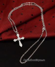 Lantisor Finut Din Argint Si Cruciulita Arg140